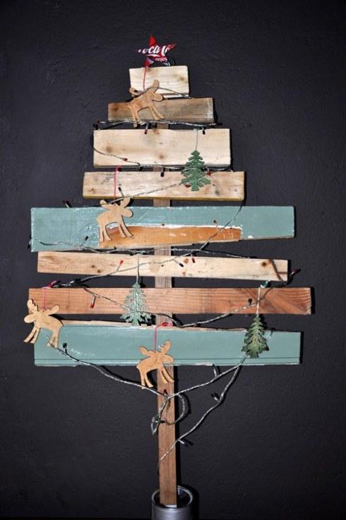 arboles de navidad rusticos reciclando restos