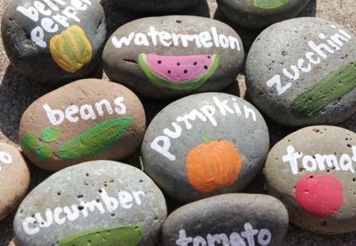idea para decorar con piedras (esta vez le toca al huerto urbano...) (2)