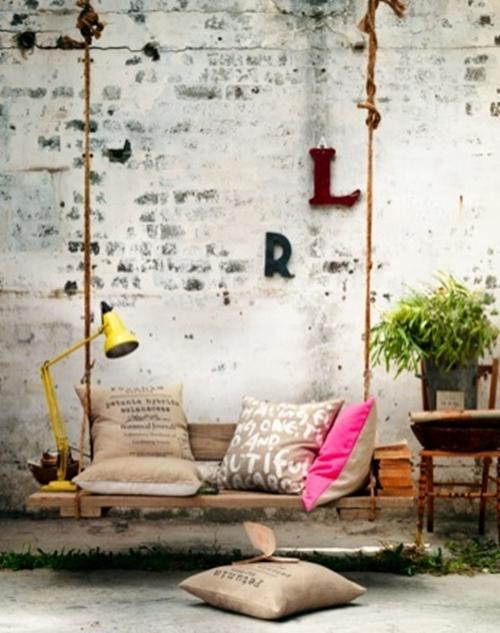 Muebles con palets un columpio en el patio - Columpios de terraza ...